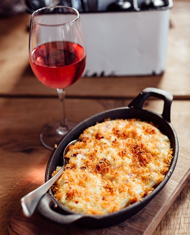 Rosé and mac 'n' cheese, the Friday lunch of champions!
